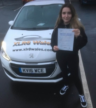 12.12.19 - Congratulations to Eve Southwick on passing her driving test today 1st time after completing a semi intensive course with our Peter 🚗🚦😁